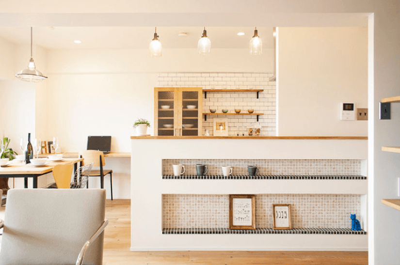 素材で遊ぶシンプルな空間 / 大阪府豊中市 H様邸