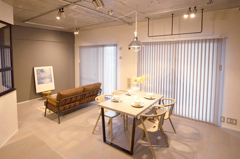 シックで落ち着いた雰囲気のモノトーンハウス。 / 兵庫県宝塚市H様邸